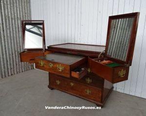 Vendo a inversores Rusos mueble del siglo XIX