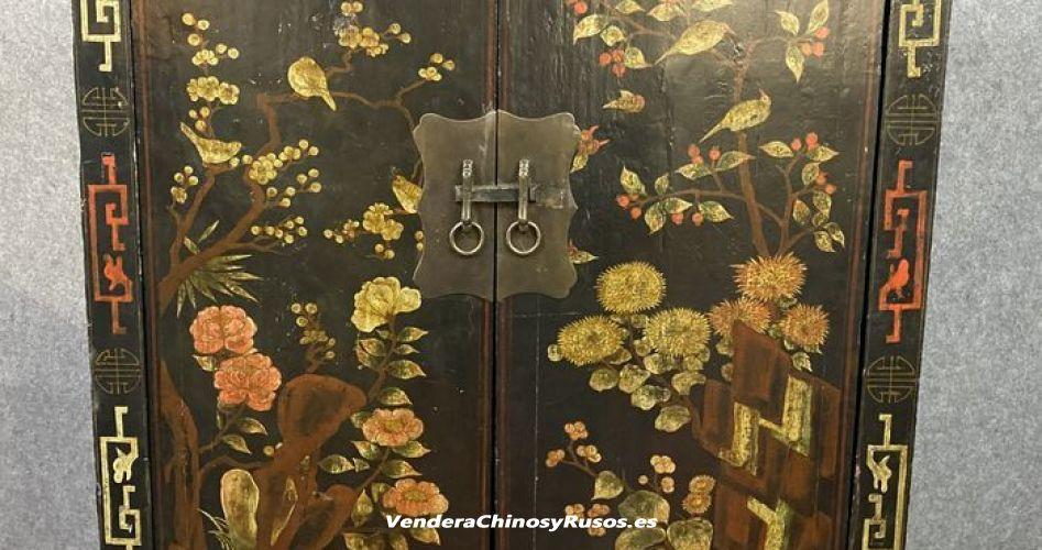 Mueble Chino de madera lacada